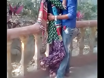 desi teen kissing in park